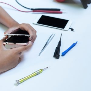 A Guide To Choose The Best iPhone Repair Shop